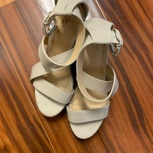 Shoes cream color New York & Company size 7